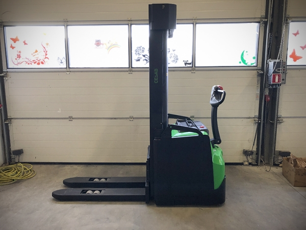 Electric stacker CESAB S216