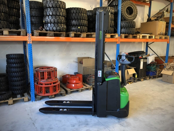 Electric stacker CESAB S212