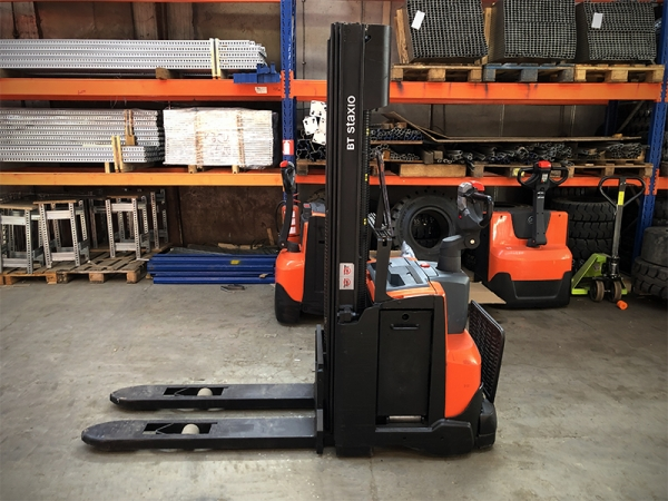 Electric stacker BT SWE120
