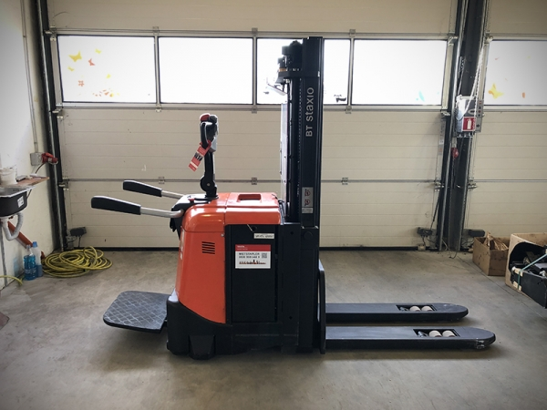 Electric stacker BT SPE125L
