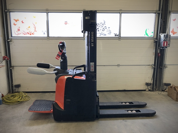 Electric stacker TOYOTA SPE120